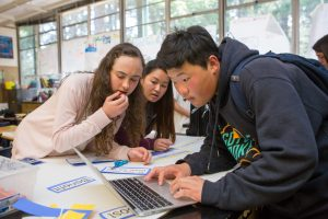 Students in a science class put the final touches on their class presentation. <br /> <strong>Photo by Allison Shelley/The Verbatim Agency for American Education: Images of Teachers and Students in Action</strong>